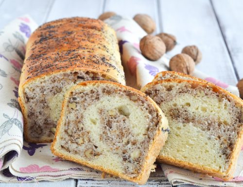 Pane in cassetta con noci e parmigiano