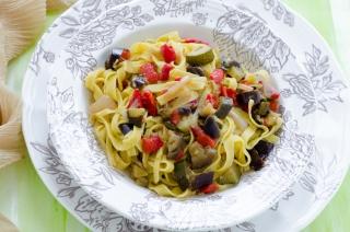 Tagliatelle con Zucchine Melanzane e Peperoni