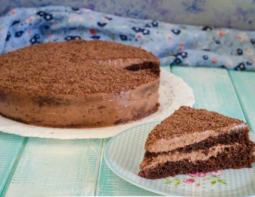 Torta con crema al caffè e cioccolato