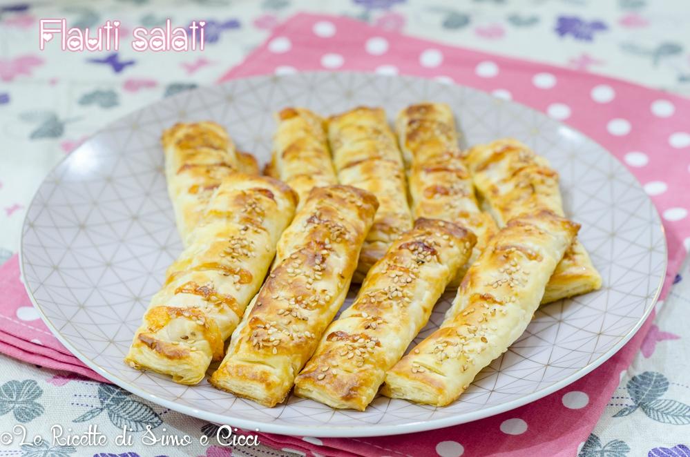 Flauti Salati di Pasta Sfoglia con Prosciutto e Formaggio