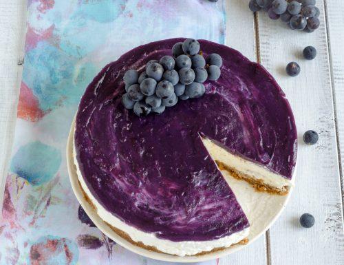 Torta fredda allo yogurt greco e uva fragola