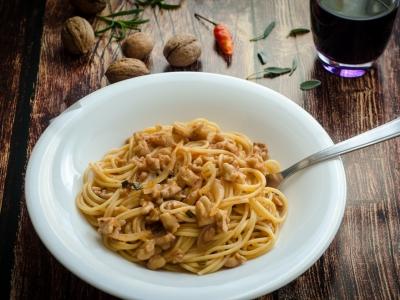 Spaghetti al sugo di noci
