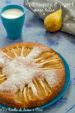 Torta deliziosa e facile con pere e yogurt