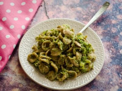 Orecchiette integrali con broccoli e tonno