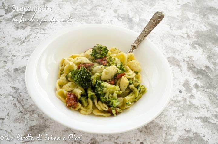 Orecchiette con broccoli e pomodori secchi