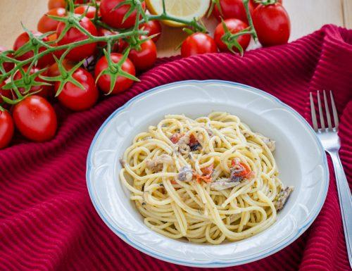 Pasta con sarde e pomodorini