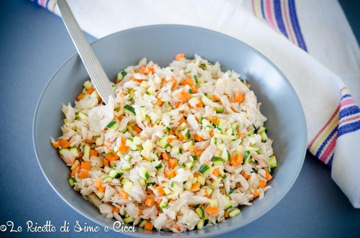 Insalata di pesce persico al vapore con verdure