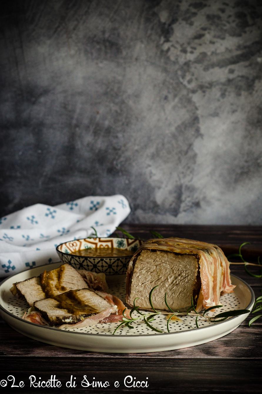 Arrosto di maiale avvolto nella pancetta