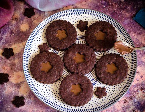 Biscotti al cacao ripieni di nutella