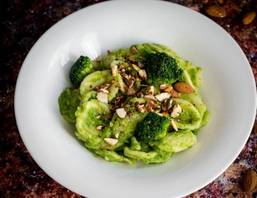 Orecchiette con crema di broccoli e mandorle