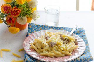 Pasta con crema di patate e salsiccia
