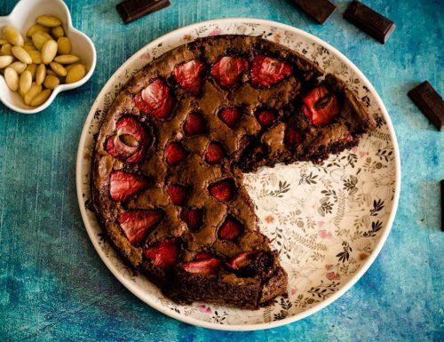 Torta cioccolato e fragole senza burro