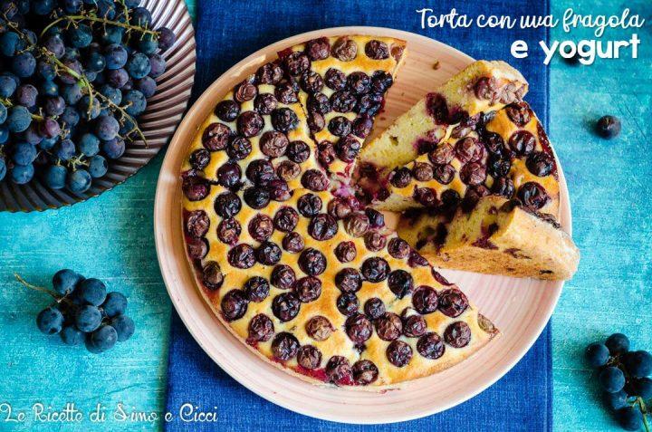 Torta soffice con uva e yogurt