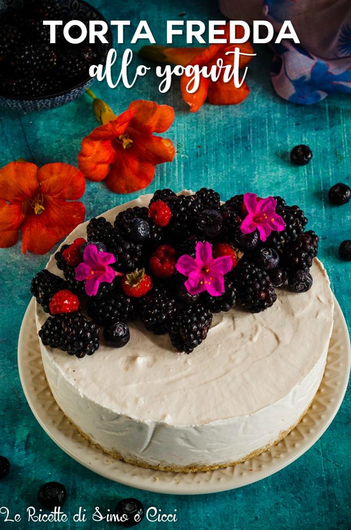 Torta fredda allo yogurt con frutti di bosco