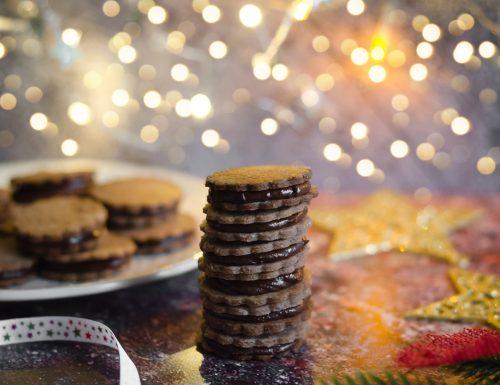 Biscotti ripieni al caramello e cioccolato