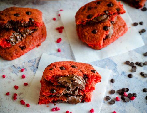 Biscotti red velvet ripieni di nutella (Red velvet cookies)