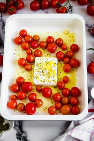 Pomodorini, feta e olio d'oliva