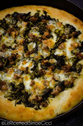 Pizza cime di rapa e salsiccia