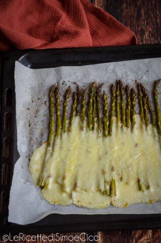 Asparagi al forno con formaggio filanti