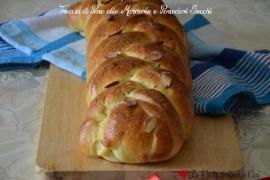 Treccia di Pane alle Mandorle e Pomodori Secchi