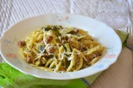 Pasta con ragù bianco di zucchine