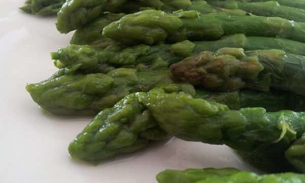 Asparagi in salsa di provolone