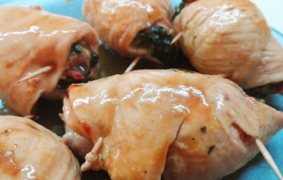 Involtini di pollo con spinaci e speck