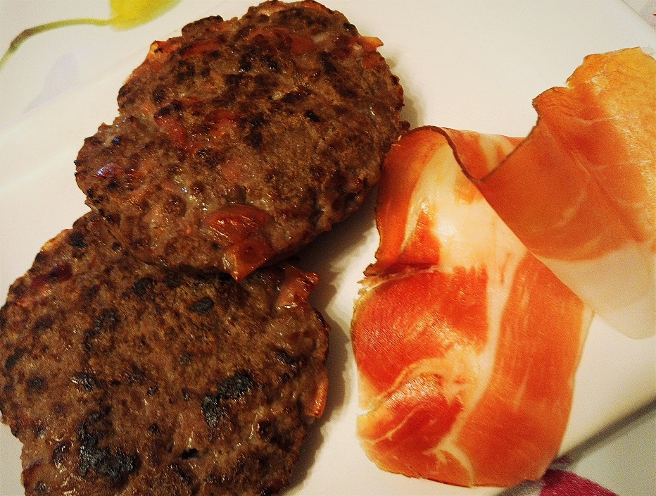 Hamburger di cavallo e speck fatti in casa