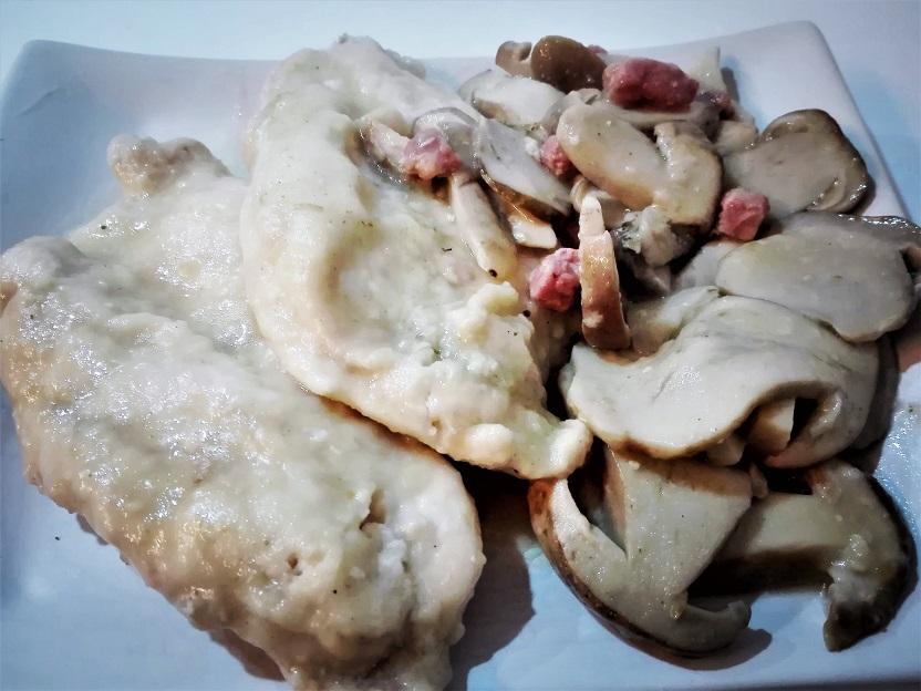 Petto di pollo scaloppato ai funghi porcini