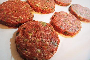 Hamburger di carciofi e speck