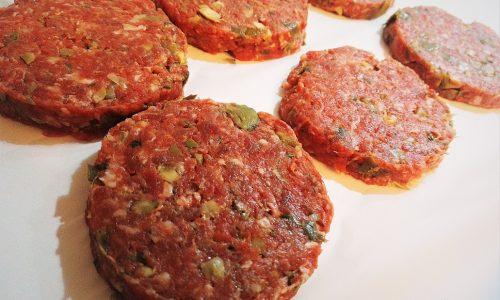 Hamburger morbidi con carciofi e speck fatti in casa