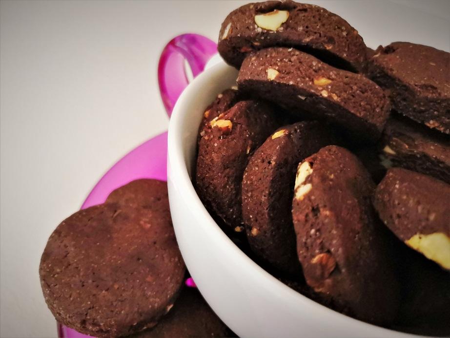 Biscotti al cacao e mandorle senza uova