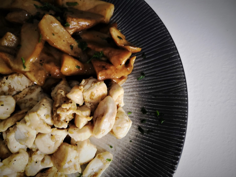 Bocconcini di pollo al sesamo con porcini