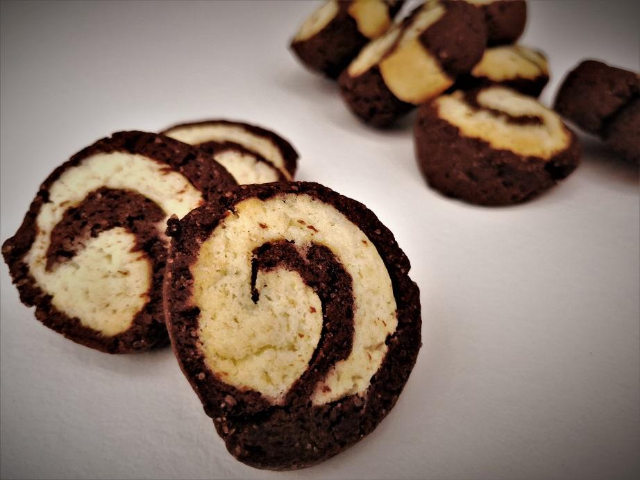 Biscotti bicolore senza uova