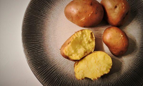 Come cuocere le patate al microonde
