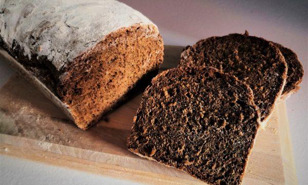 Pane in cassetta con malto tostato