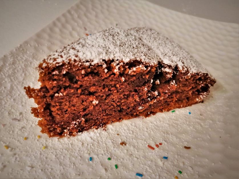 Torta morbidissima al cioccolato e mele in 5 minuti
