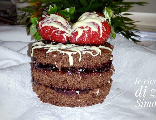 Torta al cioccolato con amarene e fragole