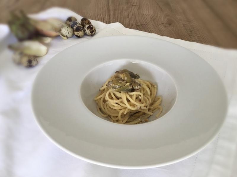 Spaghetti alla carbonara con uova di quaglia e