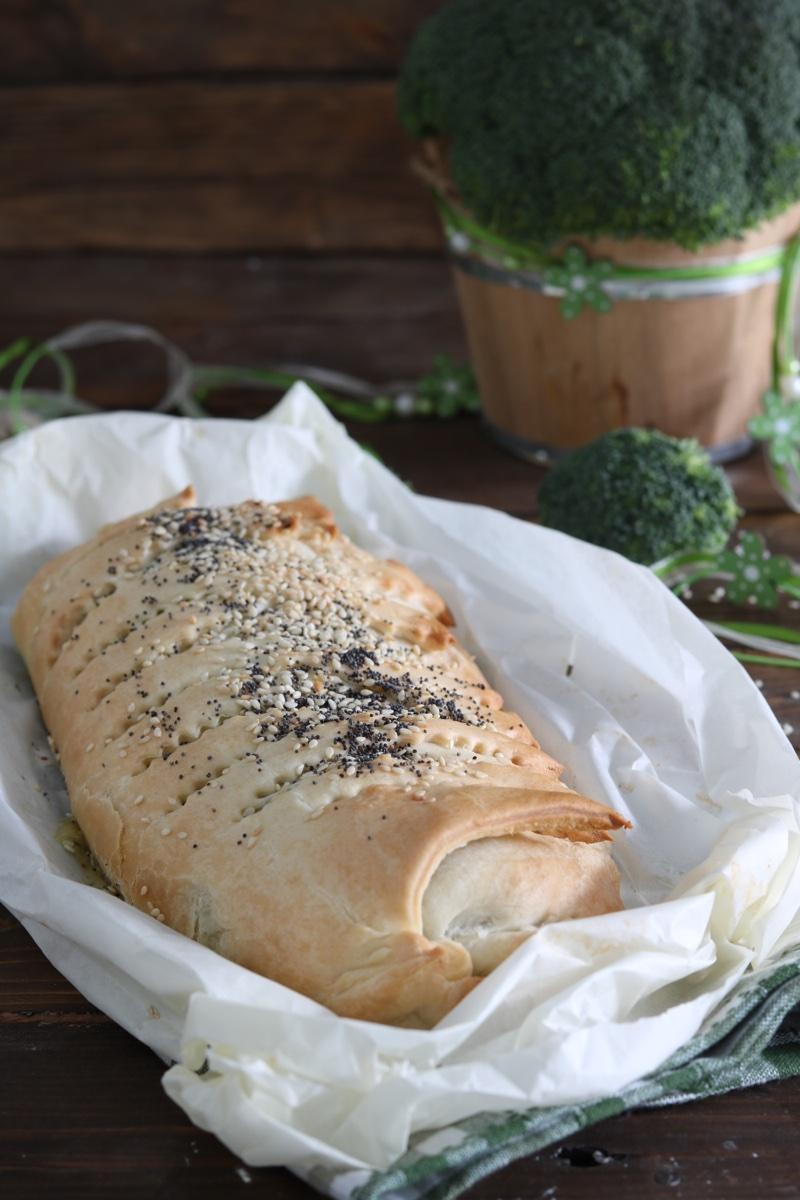 rotolo con broccoletti salsiccia e provola