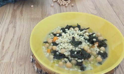 Zuppa di orzo con ceci e cavolo nero