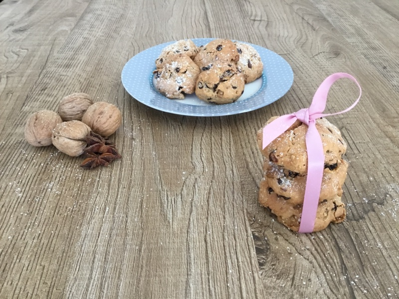Biscotti croccanti alle noci cioccolato e uvetta