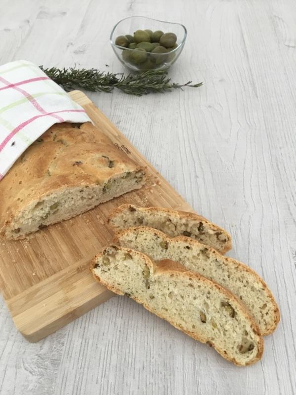 Pane alle olive verdi e rosmarino
