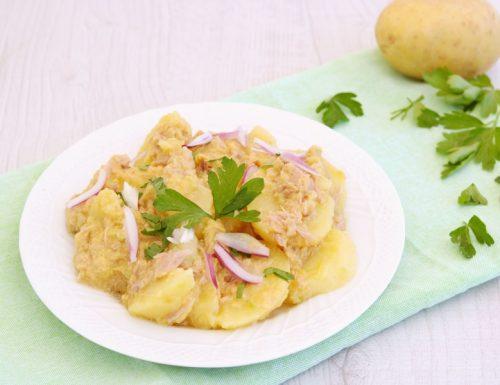 Insalata di patate e tonno con crema di pomodori verdi