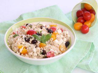 insalata di orzo con feta e pomodorini