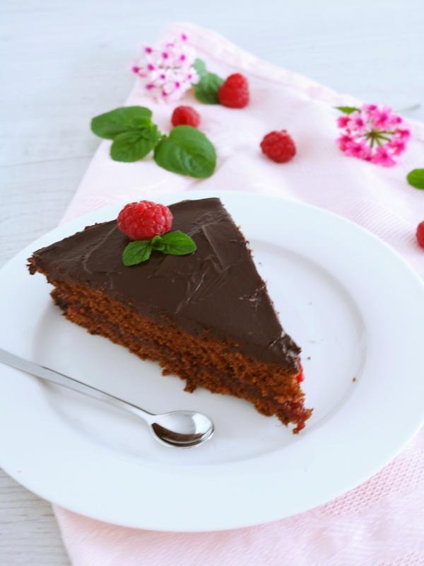 Torta al cioccolato e confettura di lamponi