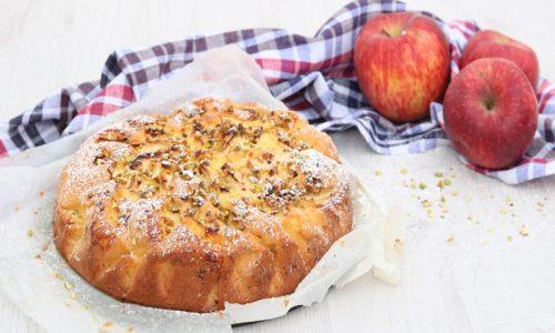Torta di mele light con granella di pistacchi