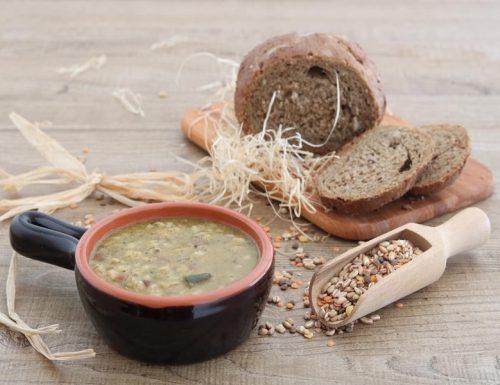 Zuppa di verdure cereali e legumi