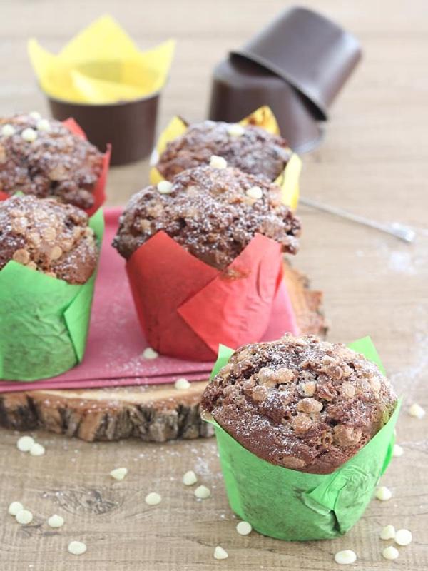 Muffin alla crema di nocciole con gocce di cioccolato bianco