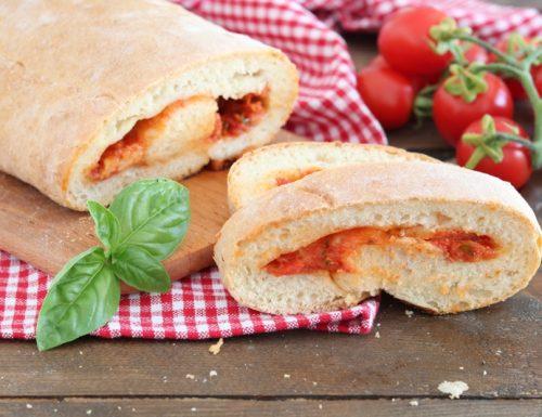 Pan pizza- Pizza arrotolata con pomodoro e mozzarella
